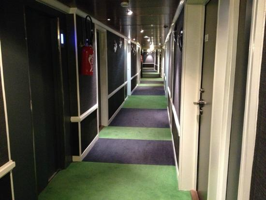 Bel Ami Hotel: green carpet?... and it looks nice!