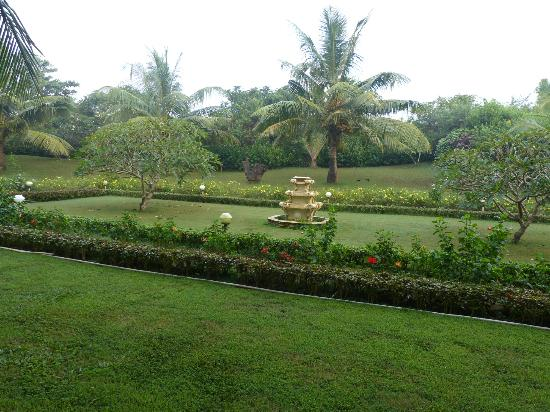 Chalston Beach Resort: Garden