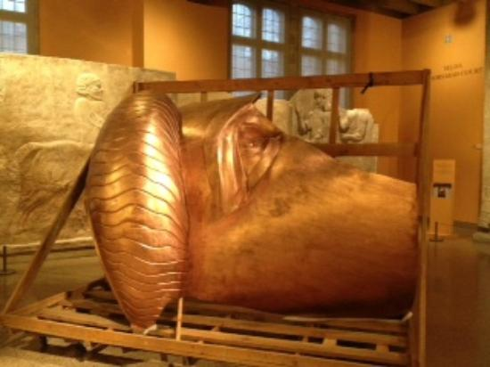 Oriental Institute Museum : So that's how they transport artifacts!