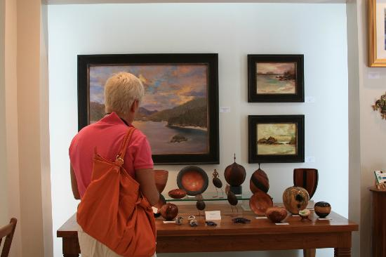 Gallery St. Thomas: The gallery carries a number of locally made small gifts.