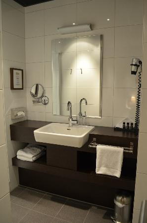 Boutique Hotel Lumiere: Schone badkamer