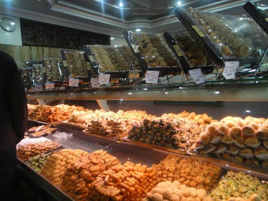Patisserie Tafarnout : Gâteaux marocains savoureux