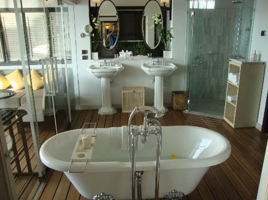 The Shore at Katathani : beautiful bathroom