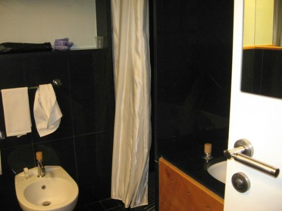 Towers Hotel Stabiae Sorrento Coast: toilettes con vasca e doccia