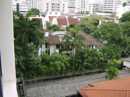 BelAire Bangkok: view- back of hotel