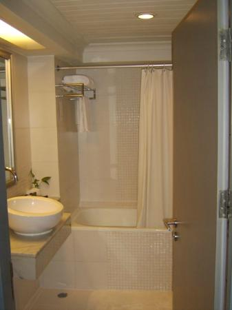 BelAire Bangkok: shower