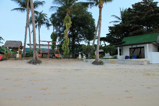 Samui Pier Resort: plage et chambre