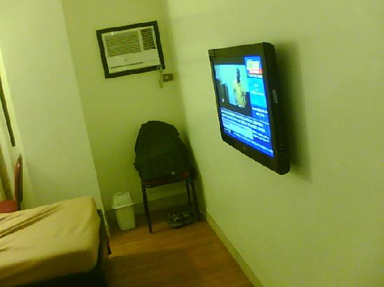 "Iloilo Midtown Hotel: NEW LG LCD 32"""