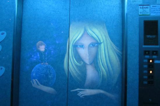 Discovery Park: エレベーター内部の映像