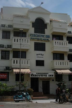 Pondicherry Executive Inn Pvt Ltd: Front of Hotel