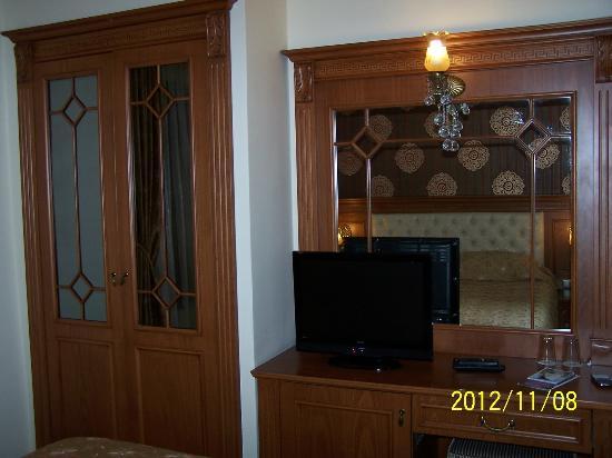 Lausos Hotel: room details