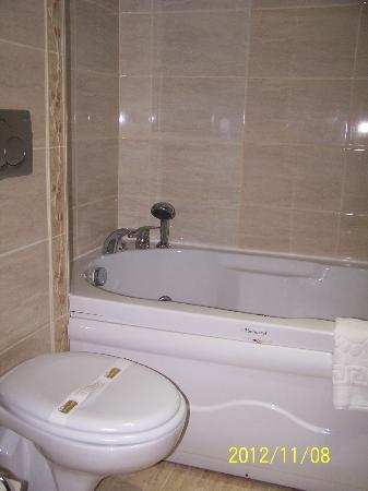 Lausos Hotel: bathroom