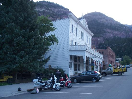 Historic Western Hotel : Tired Harley riders at the Western Hotel