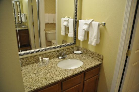Residence Inn Fort Collins: Bathroom