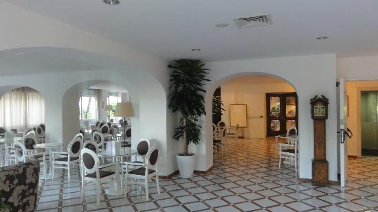 Alpha Hotel: Accueil