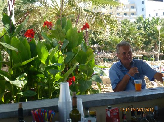 Hotel St. George: beach café