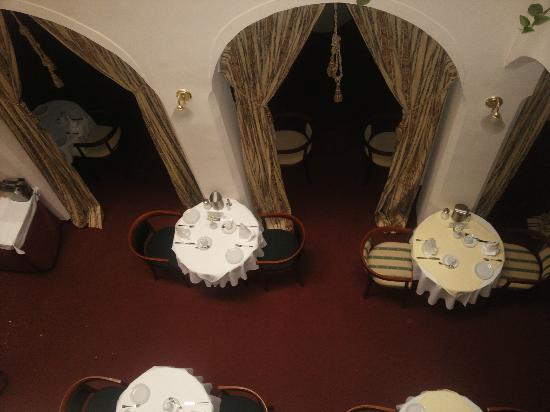Hotel Embassy: Blick von der 2. Etage in den Frühstücksraum