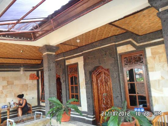 Jangkrik Homestay : View on rooms 1 and 2 and big balcony