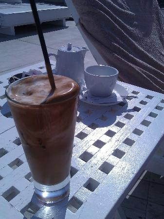 Rocabella Santorini Hotel: Iced latte on the loughers
