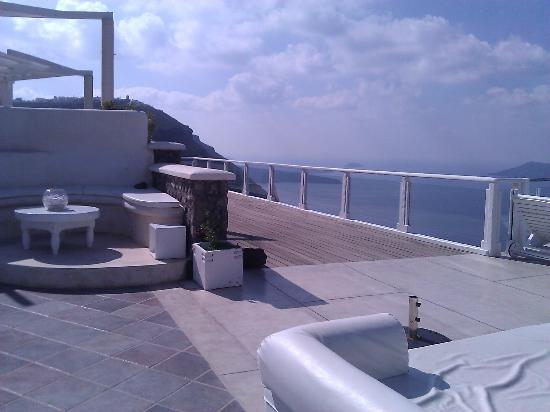 Rocabella Santorini Hotel: The main terrace