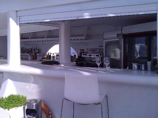 Rocabella Santorini Hotel: The pool bar