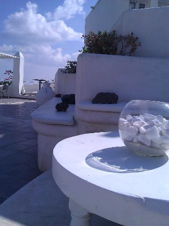 Rocabella Santorini Resort & Spa: Poolside seating
