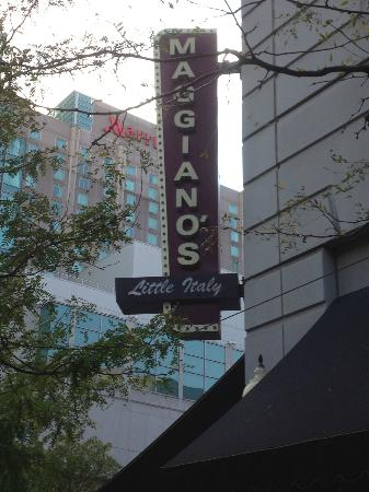 Maggiano's Little Italy : Restaurant sign