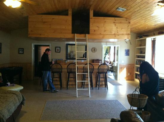 Wellnesste Lodge: Bar area & loft