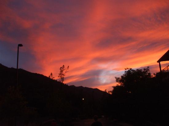Yosemite View Lodge: Sunset back of Lodge