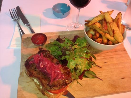 The Kitchen : steak sandwich and a glass of red for less than €20