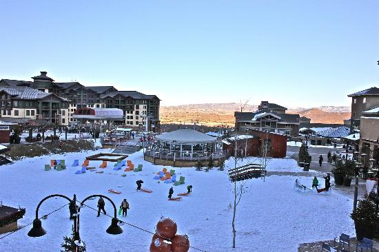 Sundial Lodge at Canyons Resort: Piazza