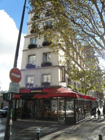 Hotel Observatoire Luxembourg: Vue en sortant du metro