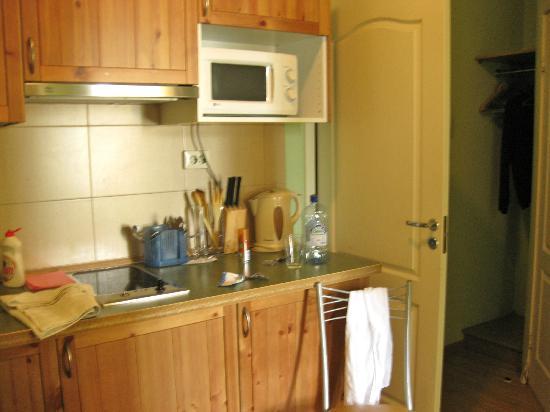 Acme Hotel : kitchen