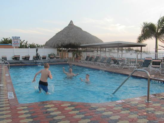 Plaza Beach Hotel - Beachfront Resort: Great Pool!