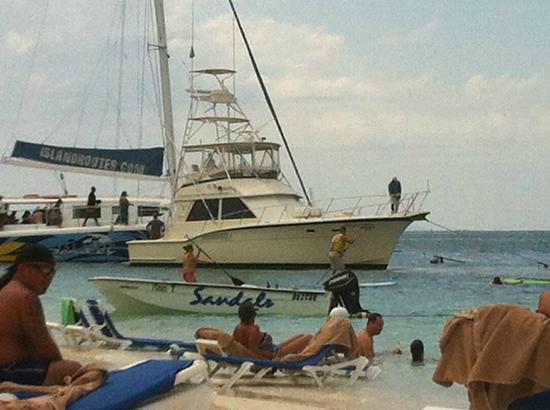 Sandals Montego Bay: Barco de pesca