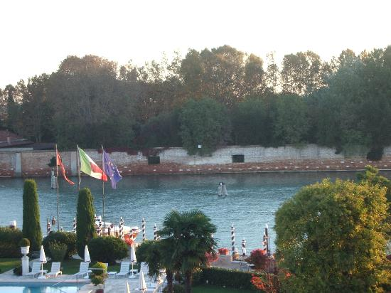 Belmond Hotel Cipriani: Canal and neighbouring Island of San Giorgio Maggiore