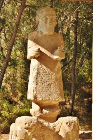 Karatepe: The statue of the Hittite king who owns the palace