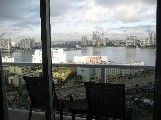 Trump International Beach Resort: bay view room
