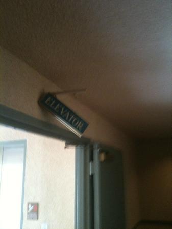 Ramada Plaza Hawthorne/LAX: sign hanging