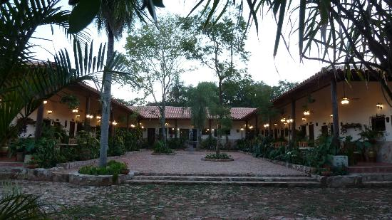 Paraguay: Hotel les jardins d'aregua de type colonial