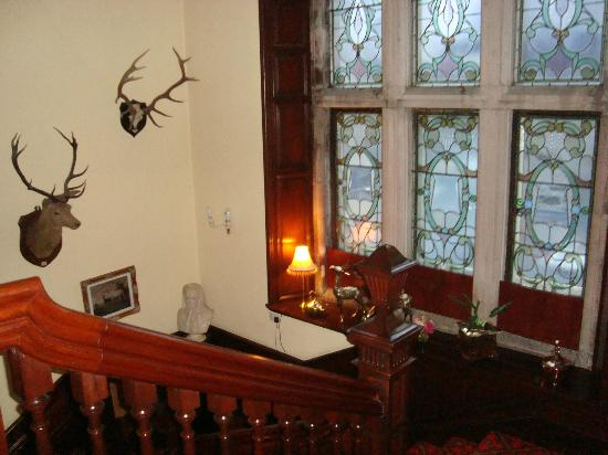 Ledgowan Lodge Hotel: stairway to bedrooms