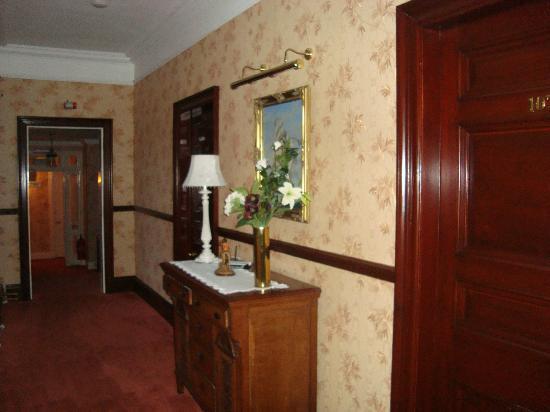Ledgowan Lodge Hotel: Hallway to bedrooms