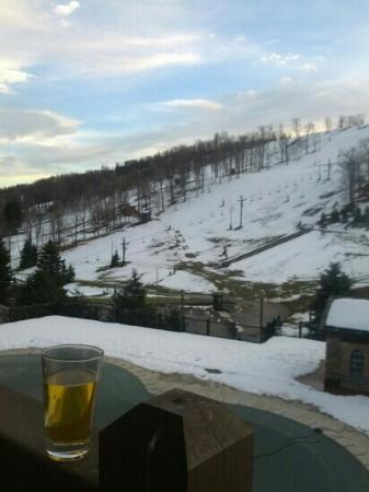 Seven Springs Mountain Resort: outside bavarian lounge