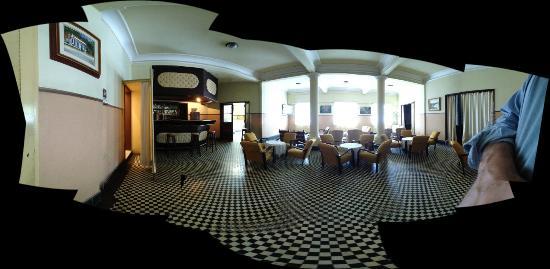 Morro Azul, RJ: foto 360 do salão (antigo salão de jogos do cassino) - um pouco distorcido