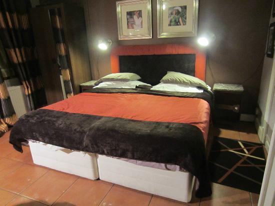 bridies bed and breakfast saint jans molenbeek belgien b b anmeldelser sammenligning af. Black Bedroom Furniture Sets. Home Design Ideas