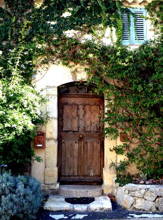 Le Club Mougins: A typical house in the Mougin Village
