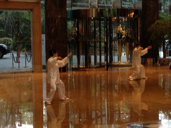 InterContinental Century City Hotel Chengdu: Relaxing with tai chi