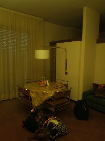 Residence Porta al Prato: Living room, entrance to bedroom
