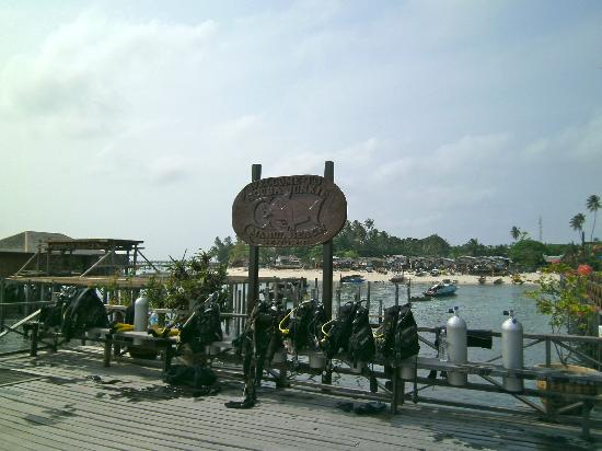 Scuba Junkie Mabul Beach Resort: at the end of jetty