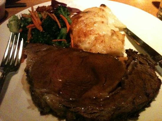 Bahama Billy's: Saturday prime rib with scallop potatoes and broccoli